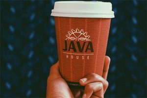 Branding op een koffiekop